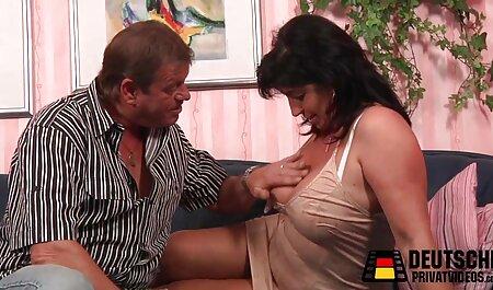 Sexy Blondine in neue gratis pornos Seilen festgehalten und hart masturbiert