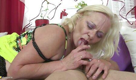 Lusty aktuelle porn blonde Deep Throats einen riesigen Schwanz und liebt es