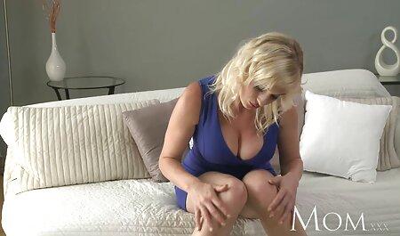 Milf fickt ihre Muschi hart und kommt mit einem lucy cat neue pornos großen schwarzen Spielzeug