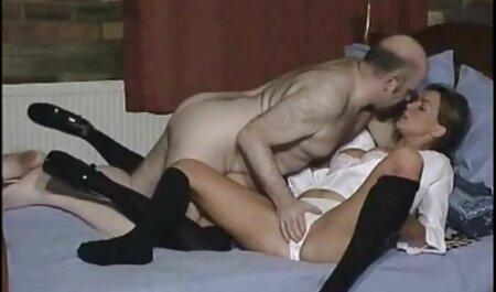 Exotische Schönheit, die neue hd pornos zur Musik strippt