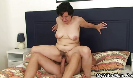 Frau gibt Ballbusting aktuelle porno Handjob
