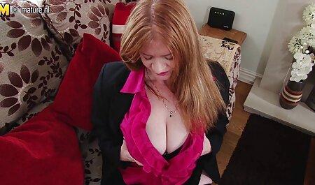 Junge Euro-Blondine porno hd neu springt auf Schwanz