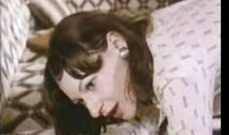 Manami Komukai in aktuelle deutsche pornos Strümpfen fickt mit einem Vibrator