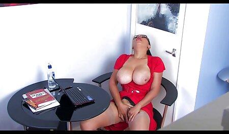 Vollbusige blonde Krankenschwester in sexy pornos neu kniehohen Stiefeln gefickt