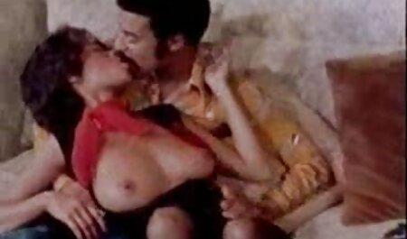 BBW-Königinnen sitzen auf dem Gesicht des Jungen und strocknen den porno hd neu Schwanz