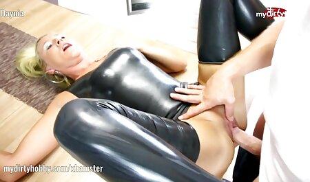 Büro Babe wird geil und spielt mit rapunzel neu verföhnt pornos ihrer Muschi
